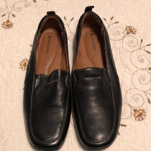 Size 11 black leather flats by naturalizer
